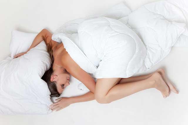 SIS Diät auch Schlank im Schlaf Diät genannt - Wie funktioniert die Fettverbrennung in der Kombination von Protein und Schlaf?