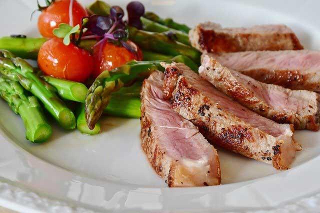 Was gehört zur Steinzeiternährung?