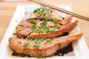 Atkins-Diät - drastische Reduktion von Kohlenhydrate, dafür mehr Fleisch und Fette