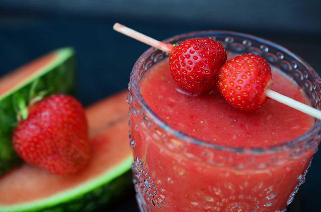 Bild von Smoothies, Shakes & Co: Fruchtig, cremig und voller Vitamine