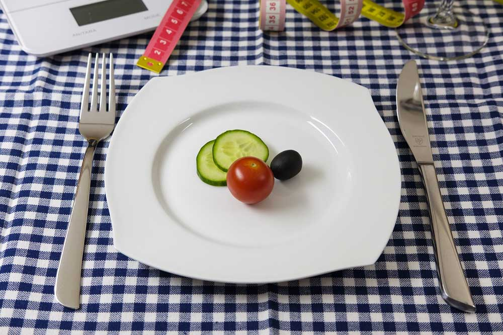 Bild von Größe und Farbe – Welche Teller helfen beim Abnehmen?