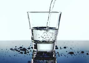 Wasserdiät - Abnehmen mit Wasser, wie funktioniert das?